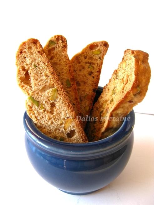Biscotti su. anyziais ir pistacijomis