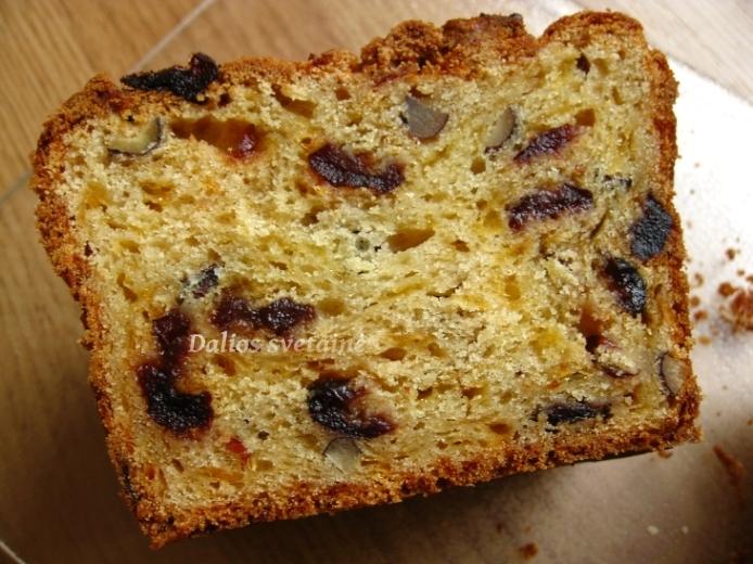 Cederio, spanguoliu ir riesutu duona