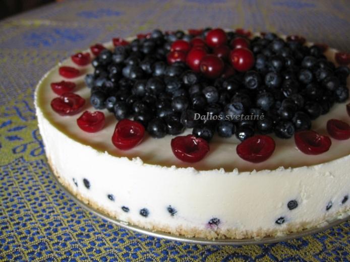 Jogurtinis tortas su melynemis
