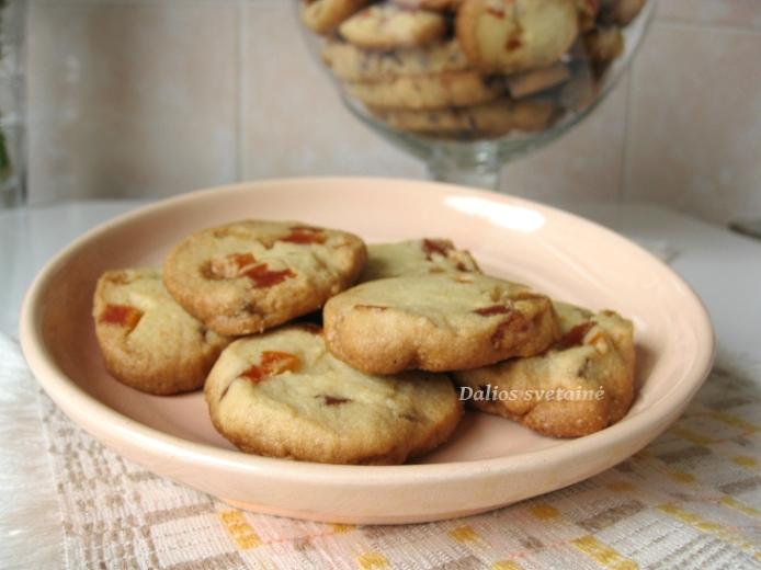 Sviestiniai sausainiai su dziovintais vaisiais